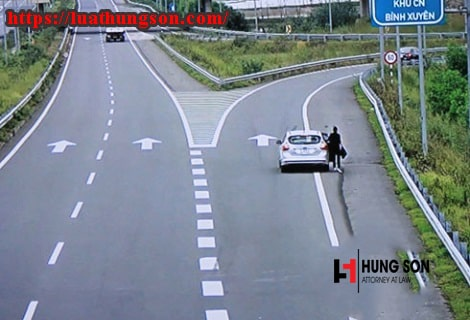 có được dừng xe trên cao tốc